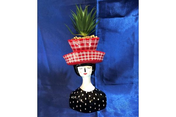 Vaso *Ginevra* donna con cappello rosso e pianta grassa Montemaggi
